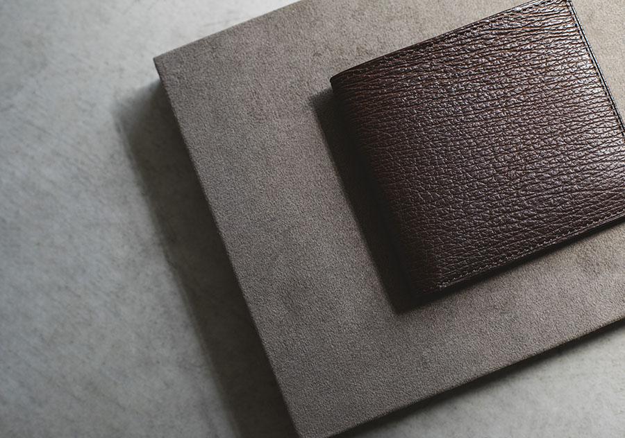 鮫革の二つ折り財布