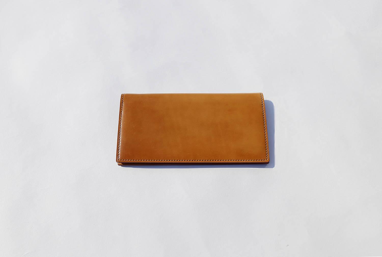 シェルコードバンのナチュラル色長財布