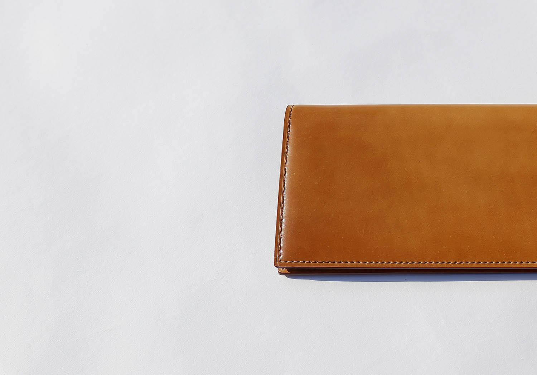 シェルコードバンナチュラル色の長財布のアップ