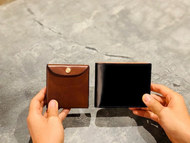 GANZO本店限定ミニマムウォレットとコードバン二つ折り財布との比較写真